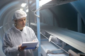 worker-in-factory-line_web